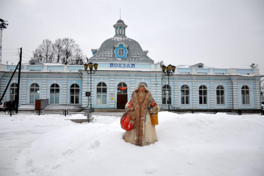 Музейный Дед Мороз шагает по Красноуфимску!